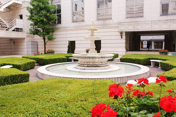 ホテルニューグランド 中庭